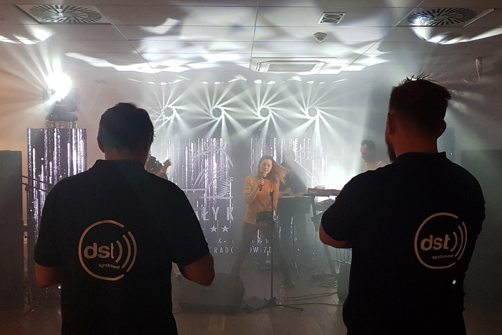 Realizacja dźwięku i oświetlenia scena we Wrocławiu
